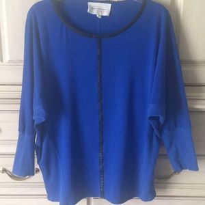 Two by Vince Camuto 3/4 length sleeve top